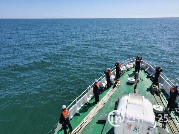어업지도선 공무원 시신, 유류품 등 수색 펼쳐