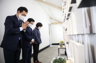 [포토] 더불어민주당 송영길의원, 당대표 출마선언 후 첫 행보 '세월호 추모'